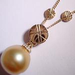 Geelgouden ketting en hanger met diamant en Zuidzeeparel